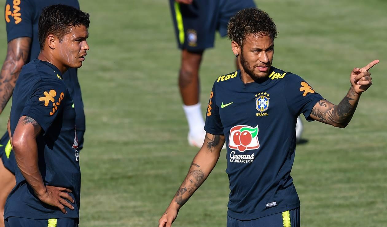 Neymar y Thiago Silva tuvieron un altercado en el partido ante Costa Rica