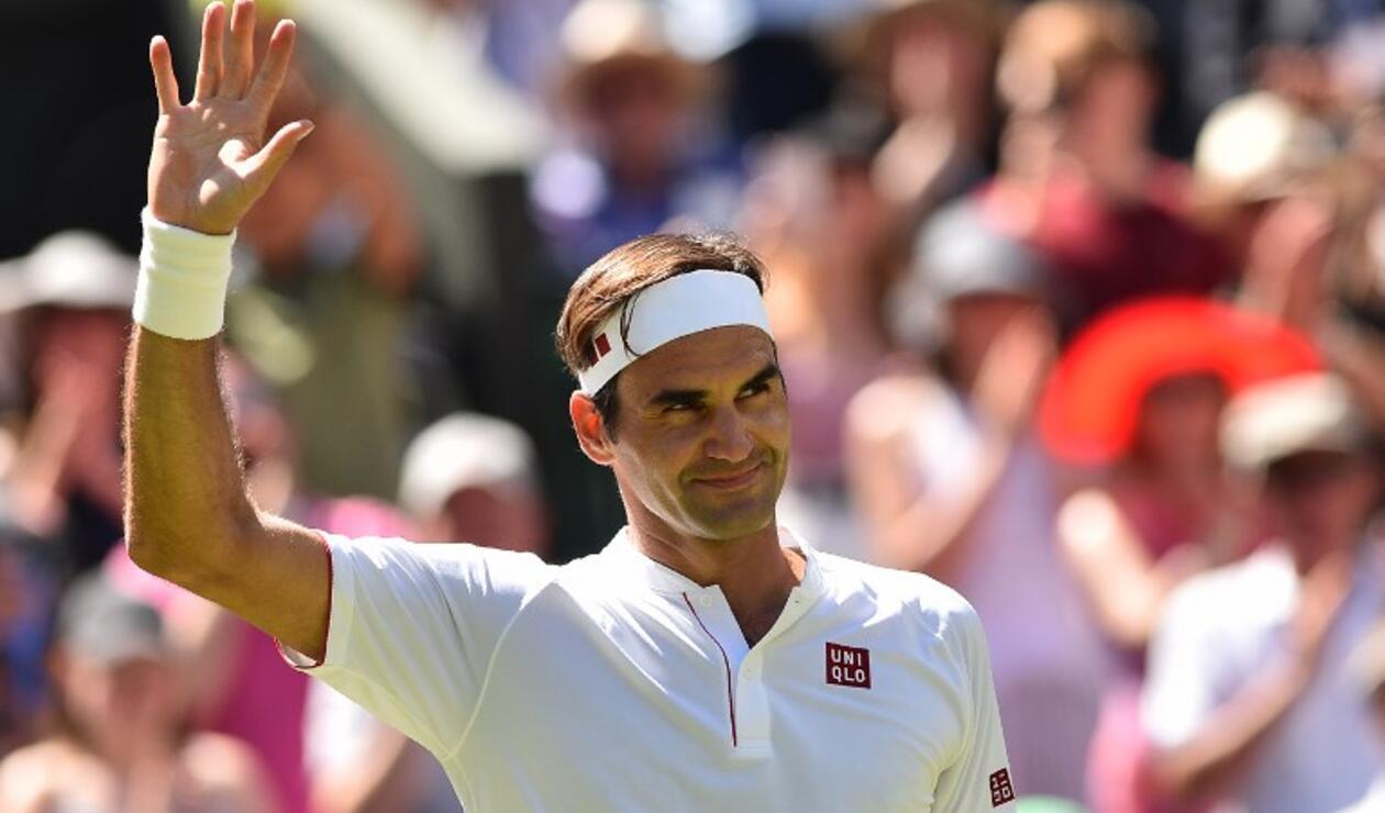 El tenista suizo Roger Federer celebrando su primera victoria en Wimbledon 2018