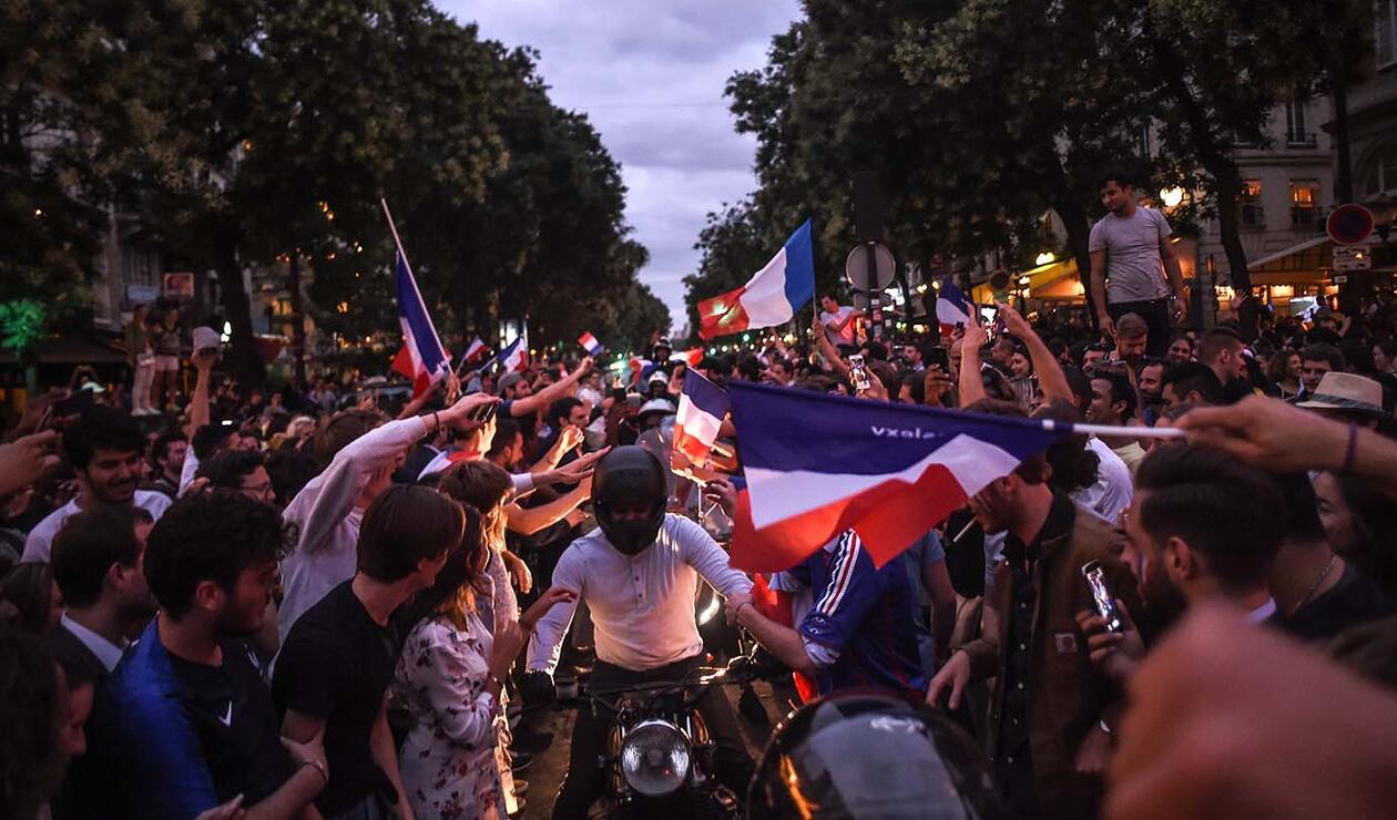 Hinchas hacen fiesta por el paso de Francia a la final del mundial de Rusia