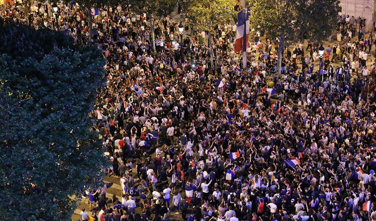 Hinchas en fiesta por el paso de Francia a la final del mundial de Rusia