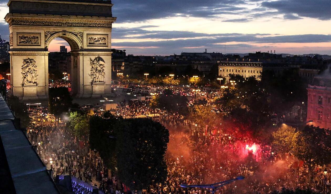 Fiesta en París por clasificación de Francia a la final del mundial de Rusia