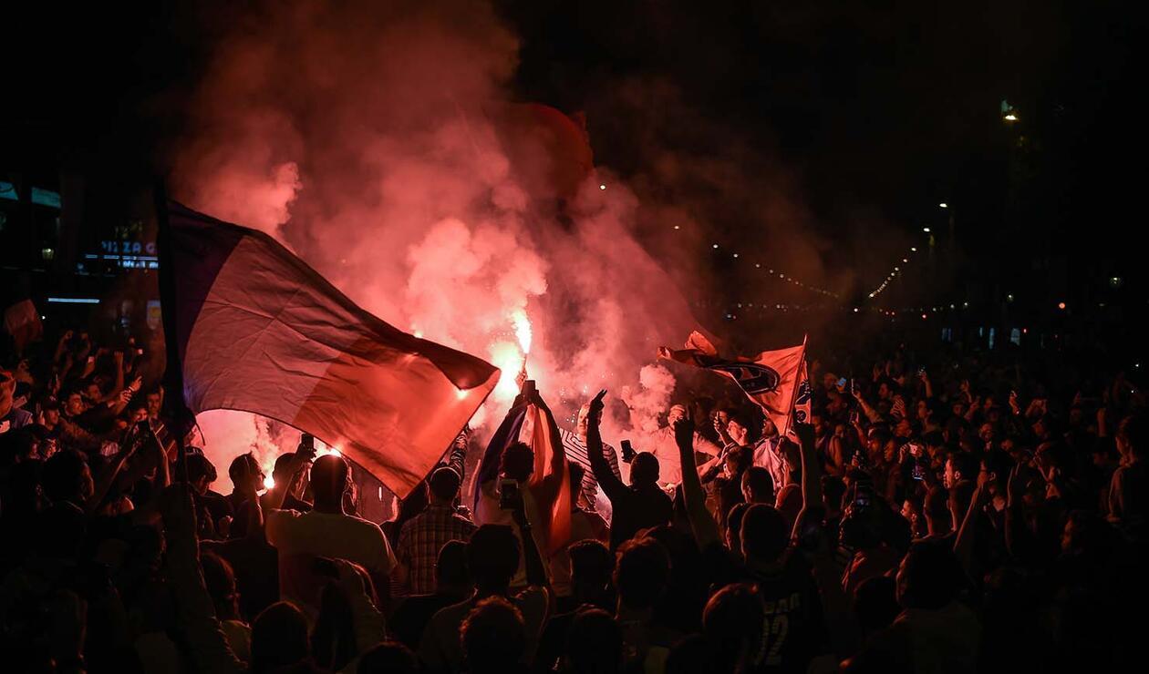 Hinchas celebran el paso de Francia a la final del mundial de Rusia