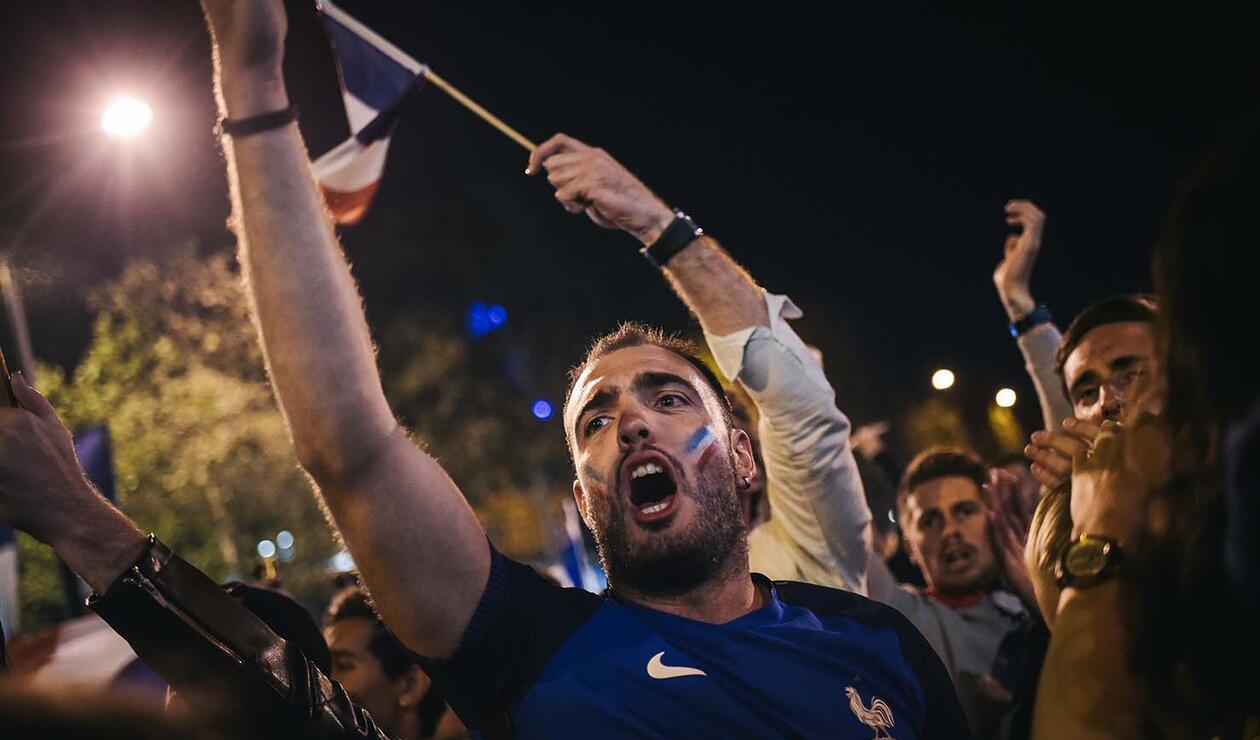 Hinchas celebran en Paris el paso de Francia a la final del mundial de Rusia