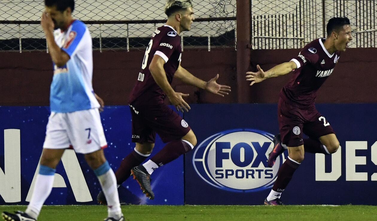 El jugaador García de Lanús celebrando el golante Junior en la Sudamericana