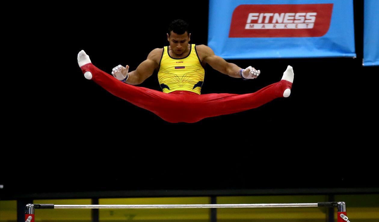 Gimnasta colombiano en la prueba por equipos de los Juegos Centroamericanos y del Caribe Barranquilla 2018