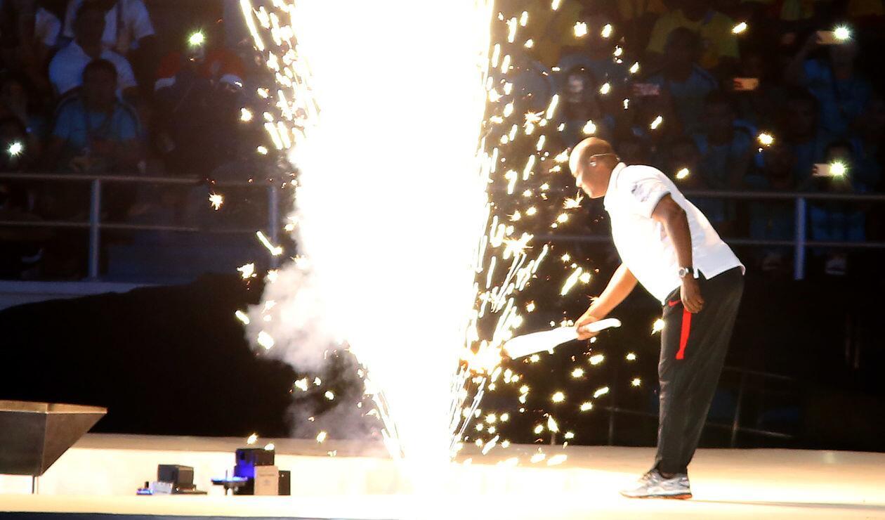 Édgar Rentería enciende la llama olímpica de los Juegos Centroamericanos y del Caribe Barranquilla 2018