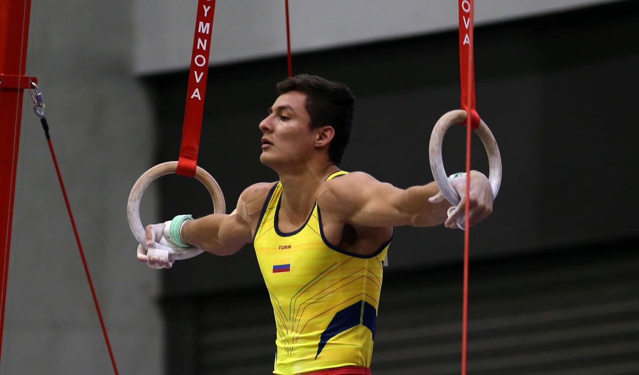 Un integrante del equipo colombiano en la prueba de gimnasia artística en los Juegos Centroamericanos y del Caribe Barranquilla 2018