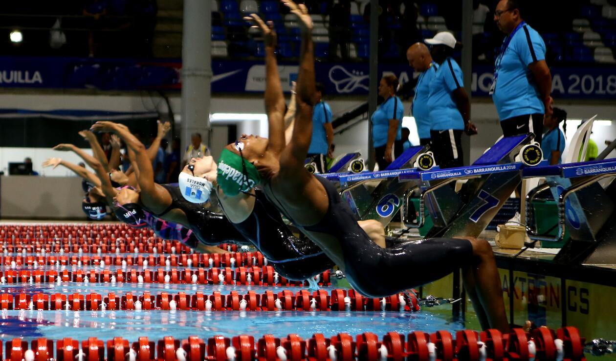 Isabella Arcilla ganó medalla de oro en 100 metros espalda