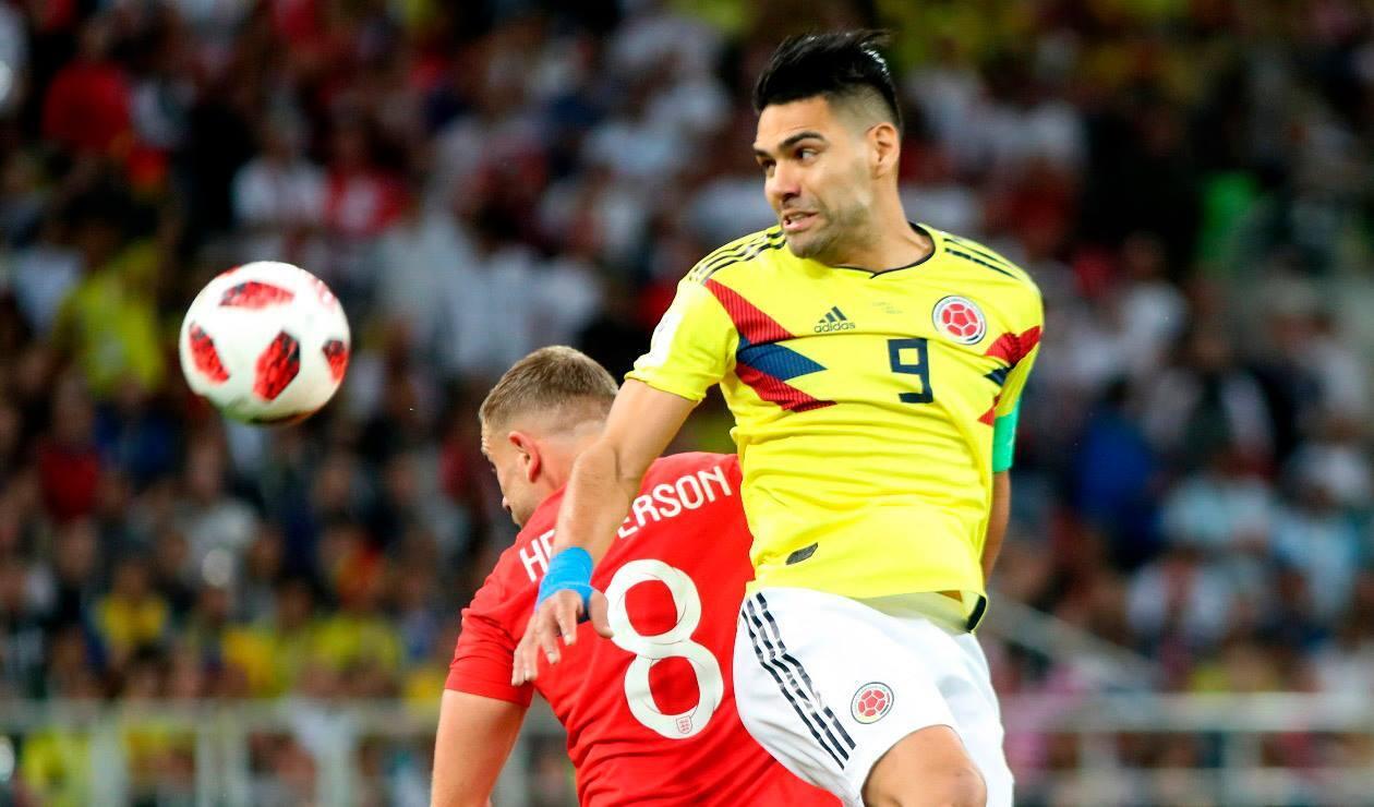 Falcao García peleando una pelota ante Inglaterra