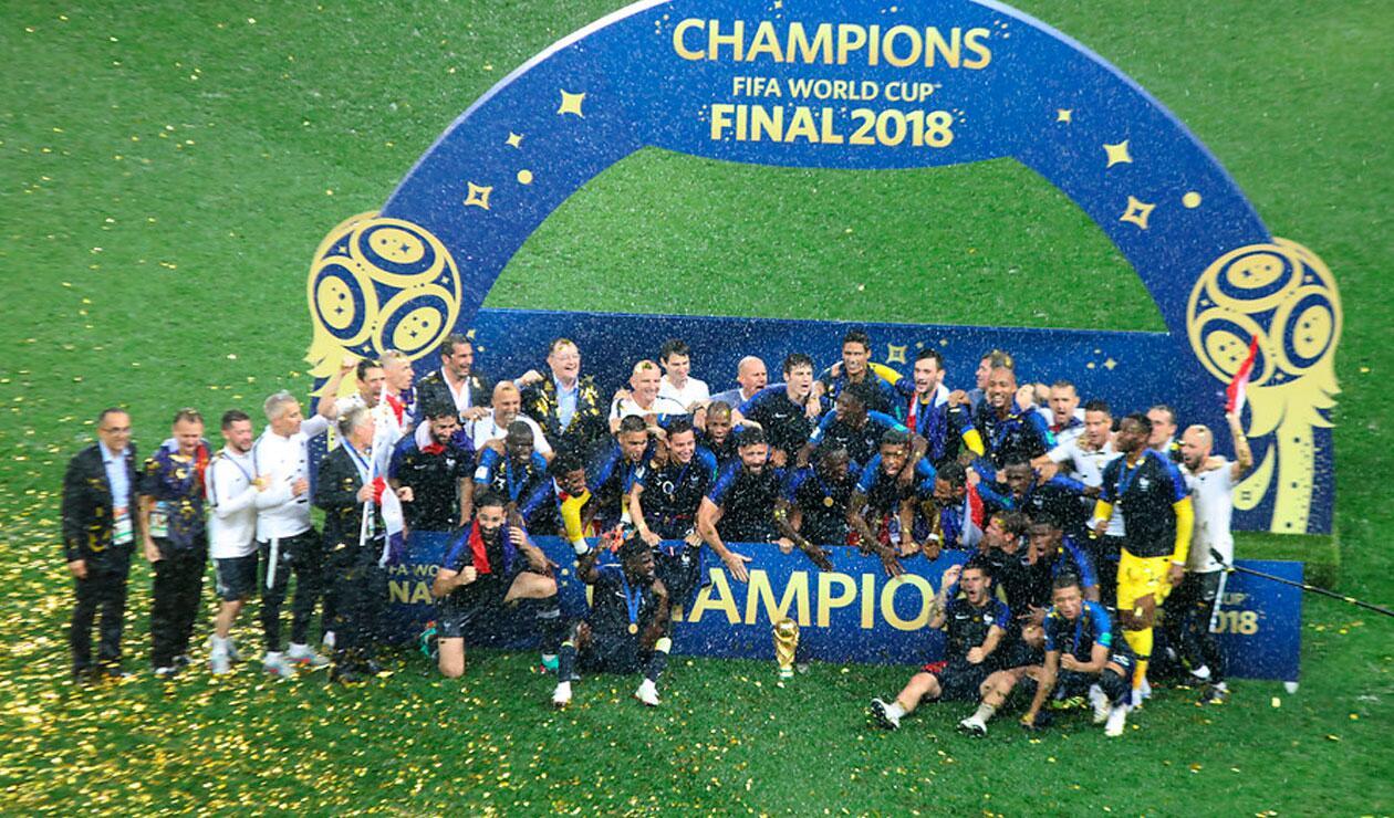 Francia celebra haber ganando el Mundial de Rusia tras vencer a Croacia en la final