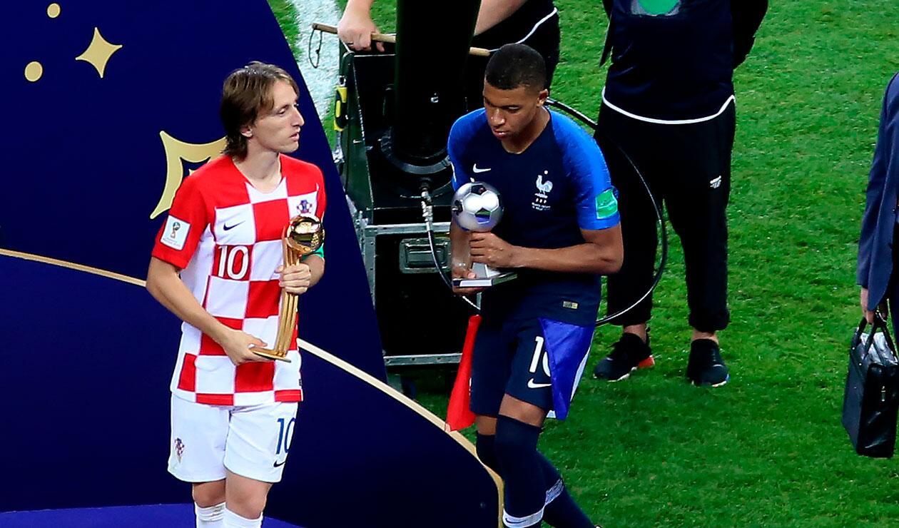 Kyllian M'bappe recoge su trofeo como mejor jugador joven del Mundial de Rusia 2018