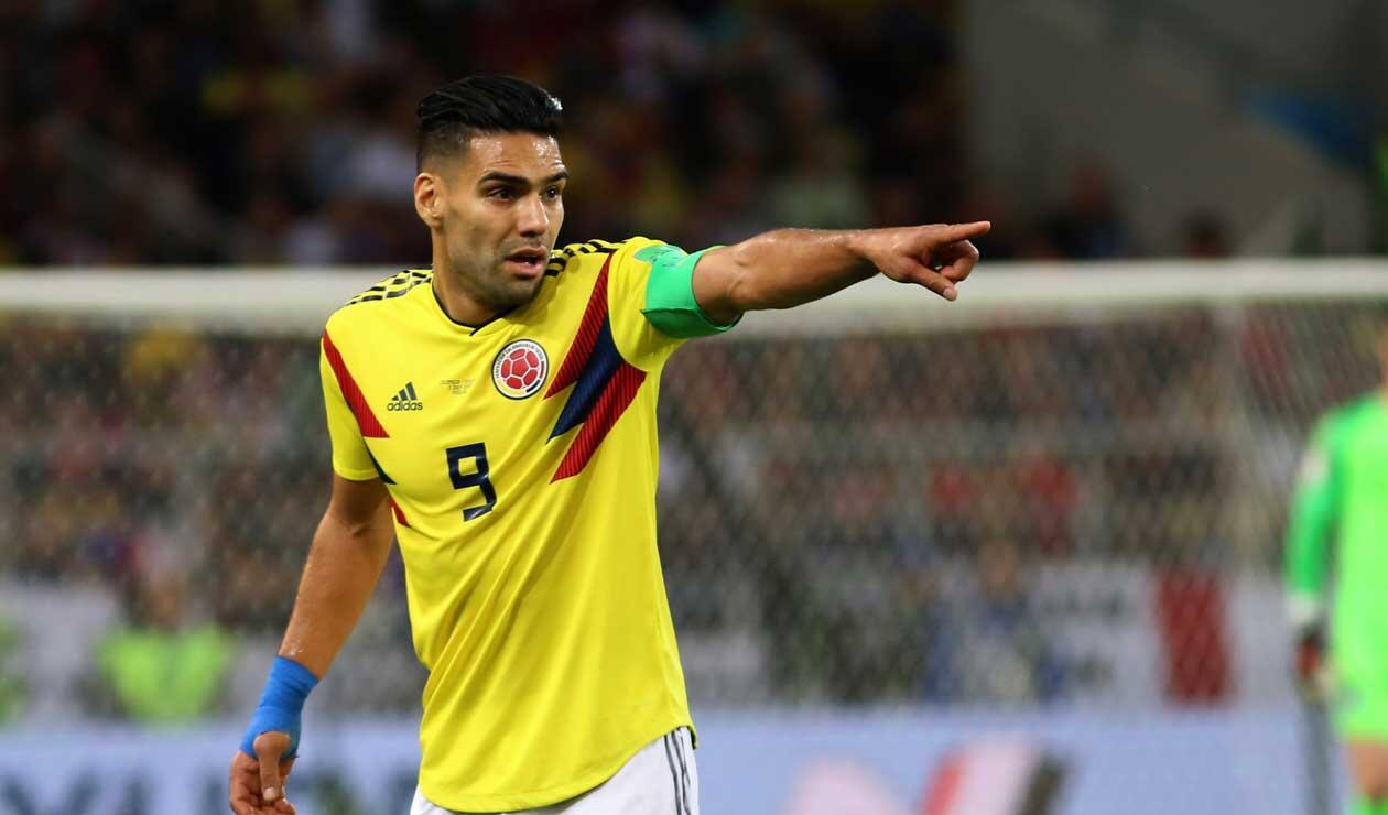 Falcao da instrucciones en el partido Colombia-Inglaterra