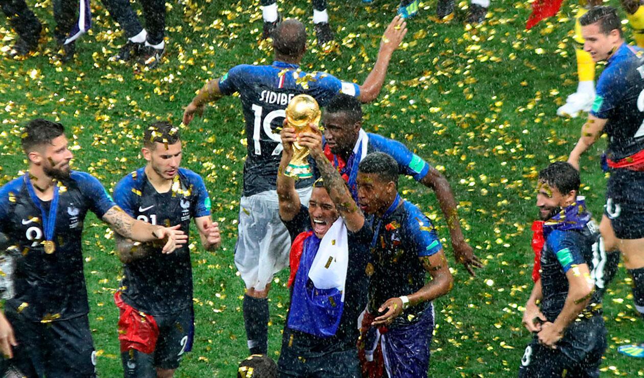 Los jugadores de Francia celebra el Mundial tras vencer a Croacia en la final