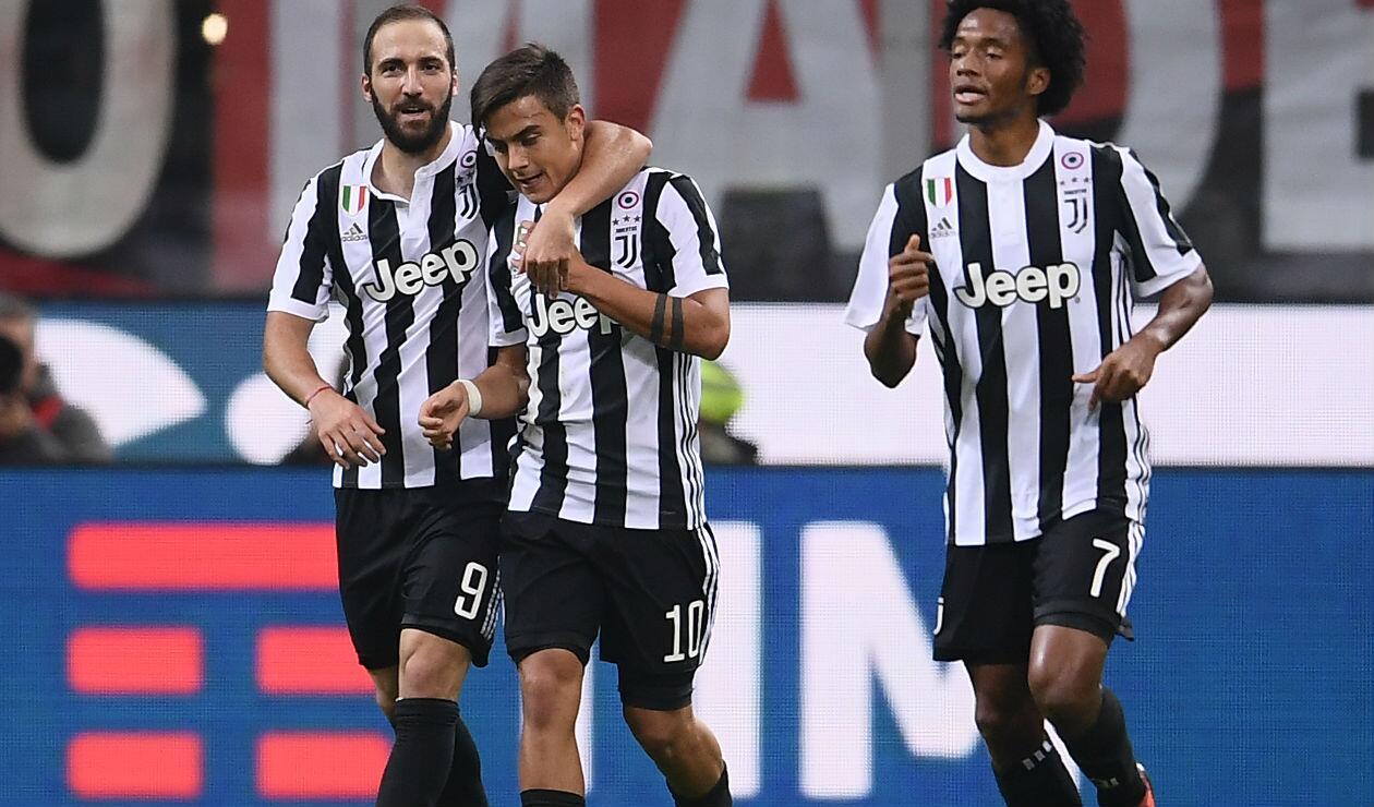 Gonzalo Higuaín, Paulo Dyabala y Juan Guillermo Cuadrado con Juventus