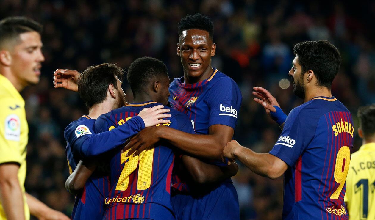 Yerry Mina celebrando un gol del Barcelona junto a Luis Suárez, Dembelé y Messi
