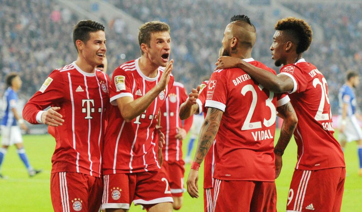 James y compañeros del Bayern Múnich celebrando un gol