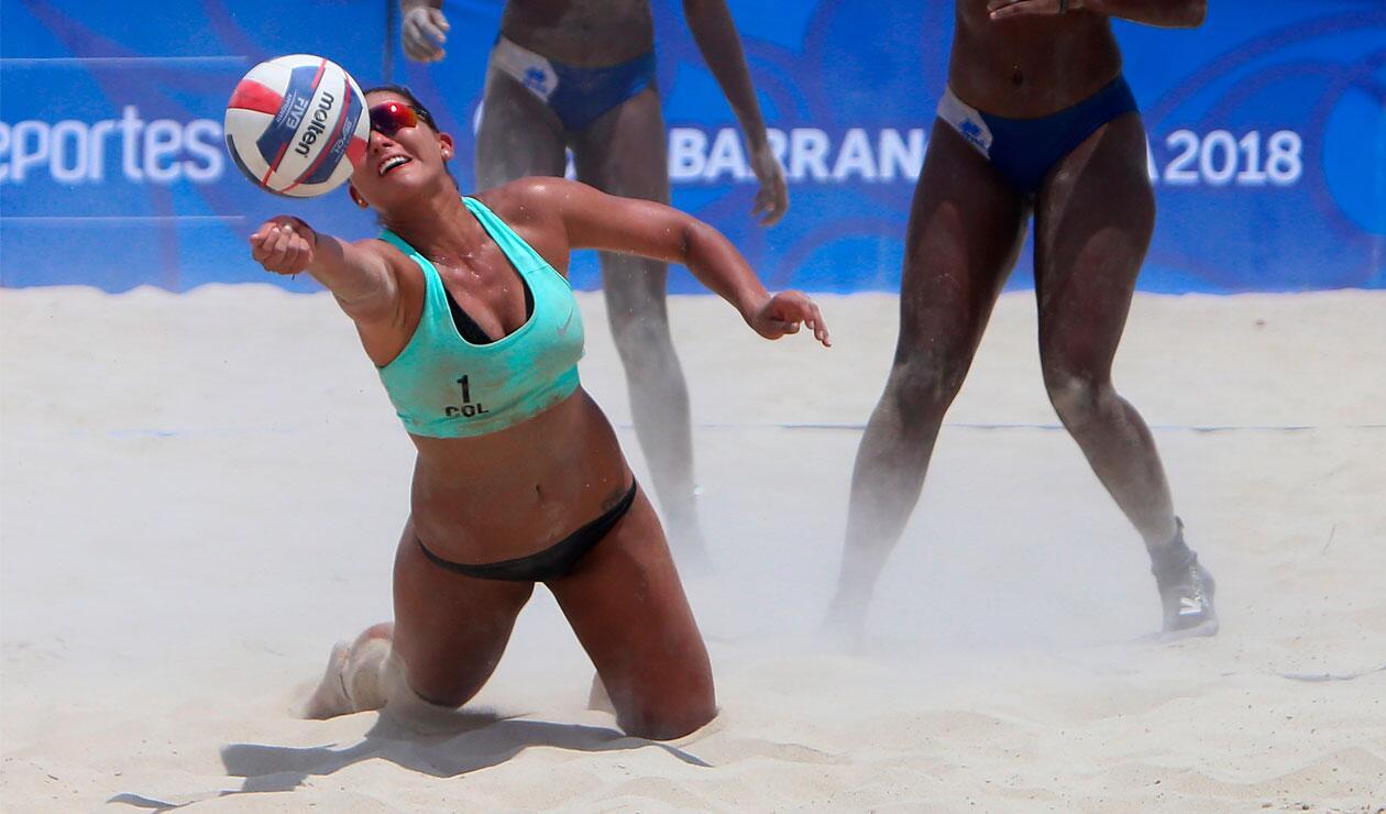 Colombia en uno de los partidos del voleibol playa de los Voleibol playa Juegos Centroamericanos y del Caribe Barranquilla 2018