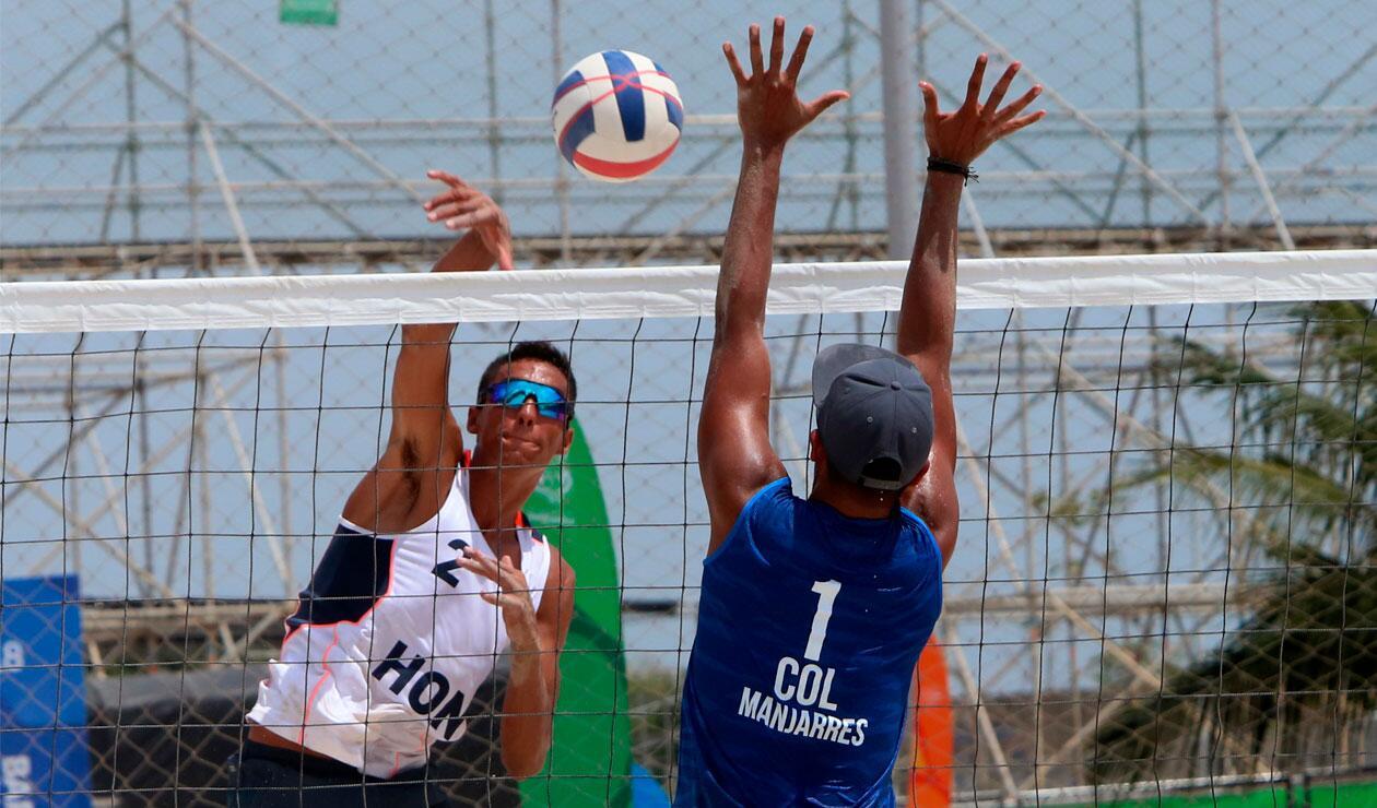 Colombia y Honduras en el Voleibol playa de los Juegos Centroamericanos y del Caribe Barranquilla 2018