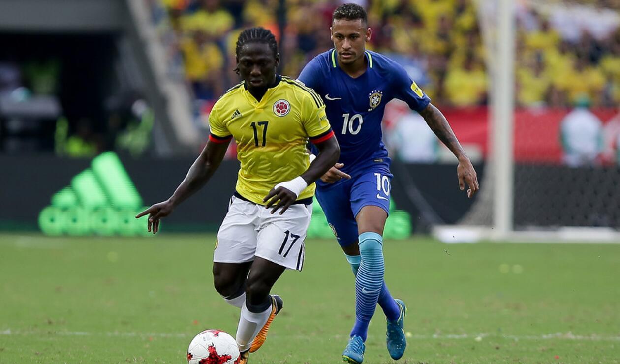Yimmi Chará y Neymar en el juego entre Colombia y Brasil en la Eliminatoria a Rusia 2018