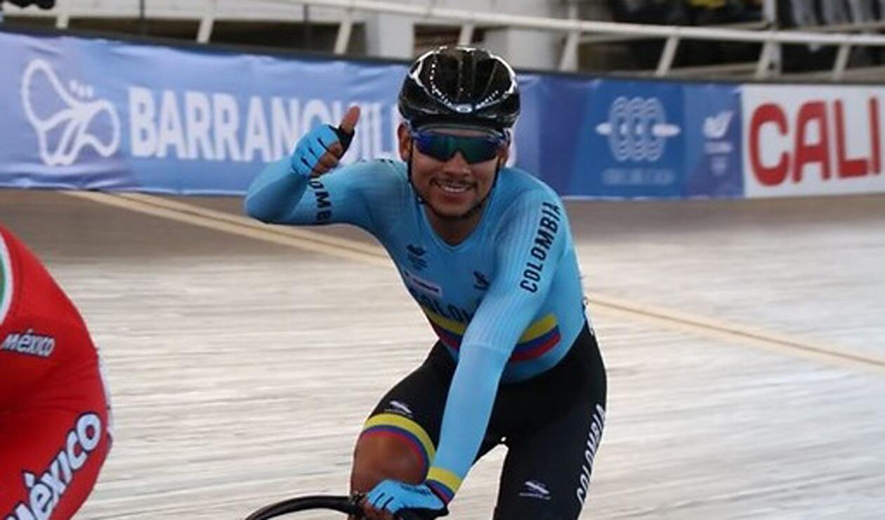 Edwin Ávila le entregó la medalla de oro número 41 a Colombia