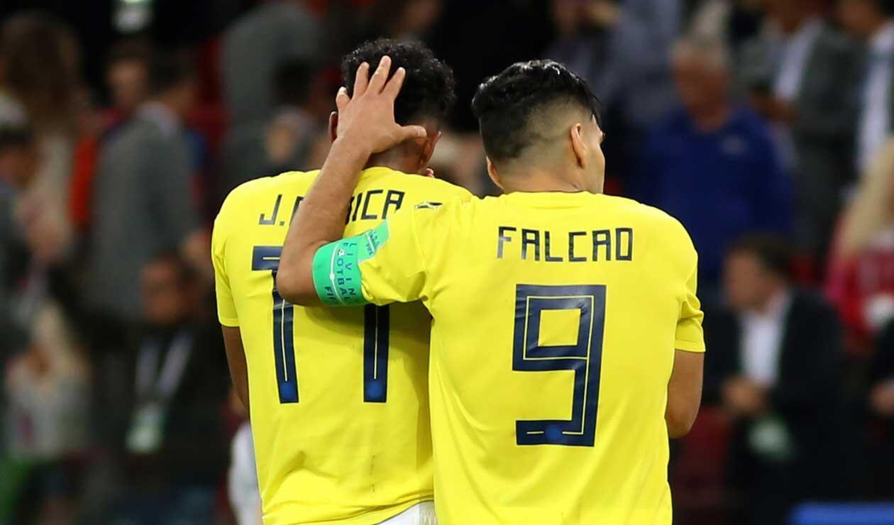 Falcao consolando a Johan Mojica tras la eliminación de Colombia en el Mundial