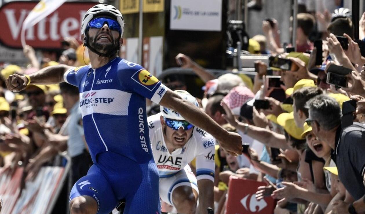 El ciclista colombiano llegó a la meta por delante de los favoritos a quedarse con el Tour