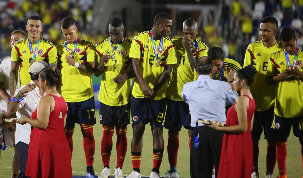 Colombia en la premiación de la final de fútbol