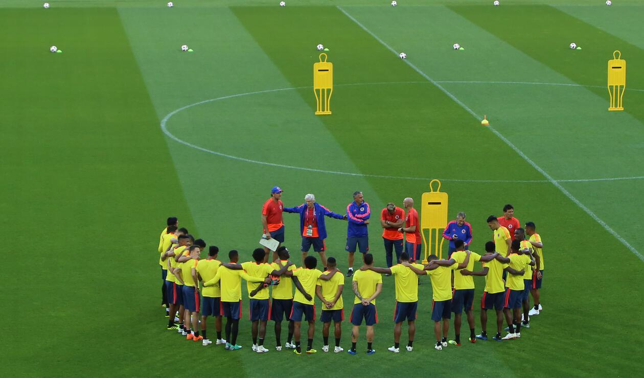 Jugadores de la Selección Colombia reunidos en el entrenamiento