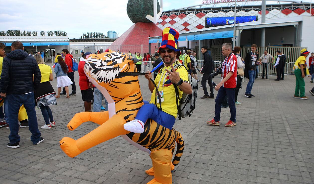 Colombianos a las afueras del Spartak.