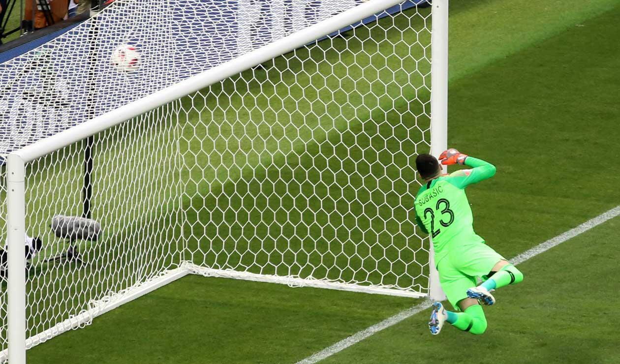 El arquero Danijel Subasic durante el gol de Danijel Subasic en el partido Inglaterra-Croacia
