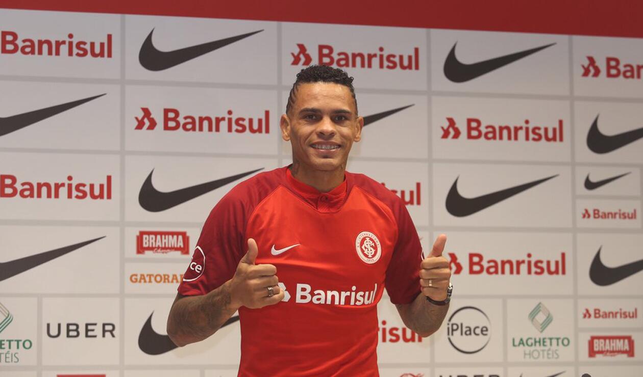 Jonathan Álvez fue presentado como nuevo refuerzo del Internacional de Porto Alegre