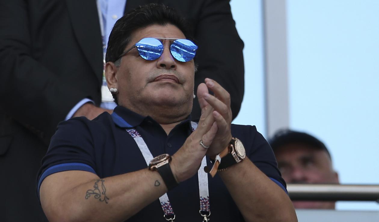 Diego Maradona presenciando el duelo entre Francia y Argentina en Rusia 2018
