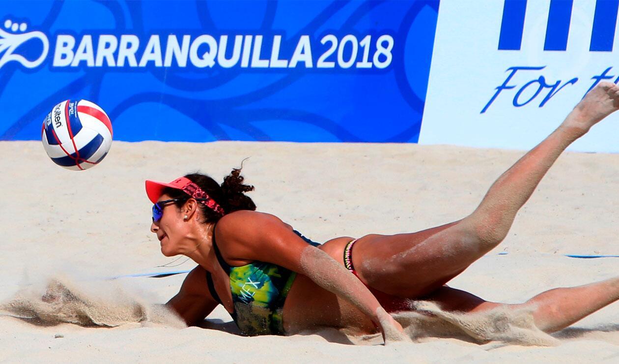 Una deportista mexicana en el Voleibol playa de los Juegos Centroamericanos y del Caribe Barranquilla 2018