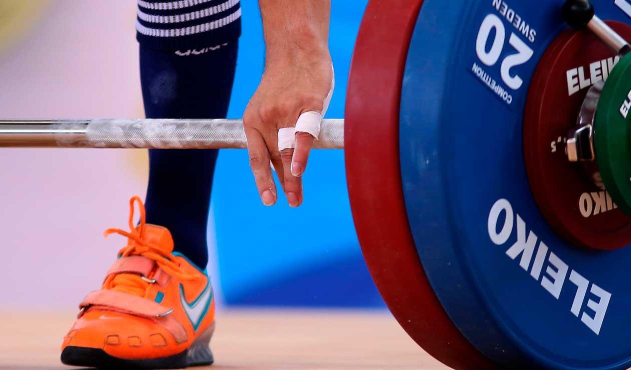 Un pesista, listo para competir en la modalidad del envión en los 56 kg. de los Juegos Centroamericanos y del Caribe Barranquilla 2018