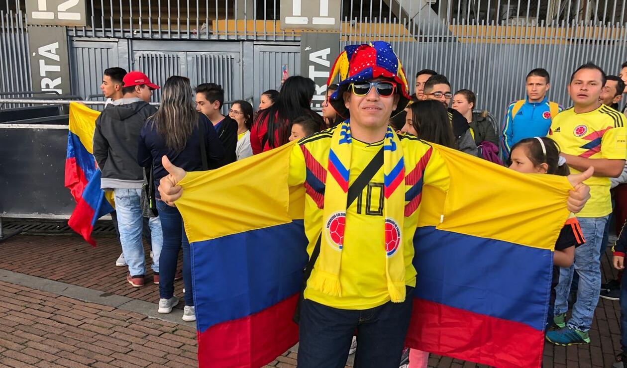 Hinchas reciben a la Selección en Bogotá