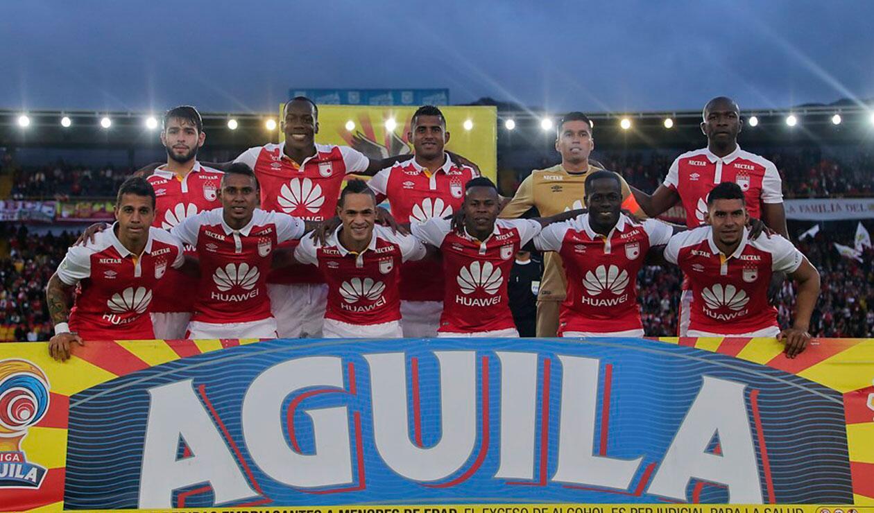 Independiente Santa Fe, formado antes del partido ante Atlético Nacional en la Liga Águila