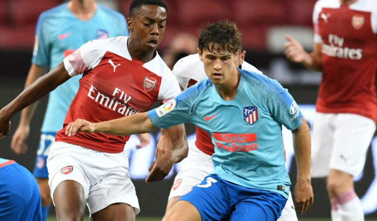 Andrés Solano, juvenil colombiano del Atlético de Madrid enfrentando al Arsenal