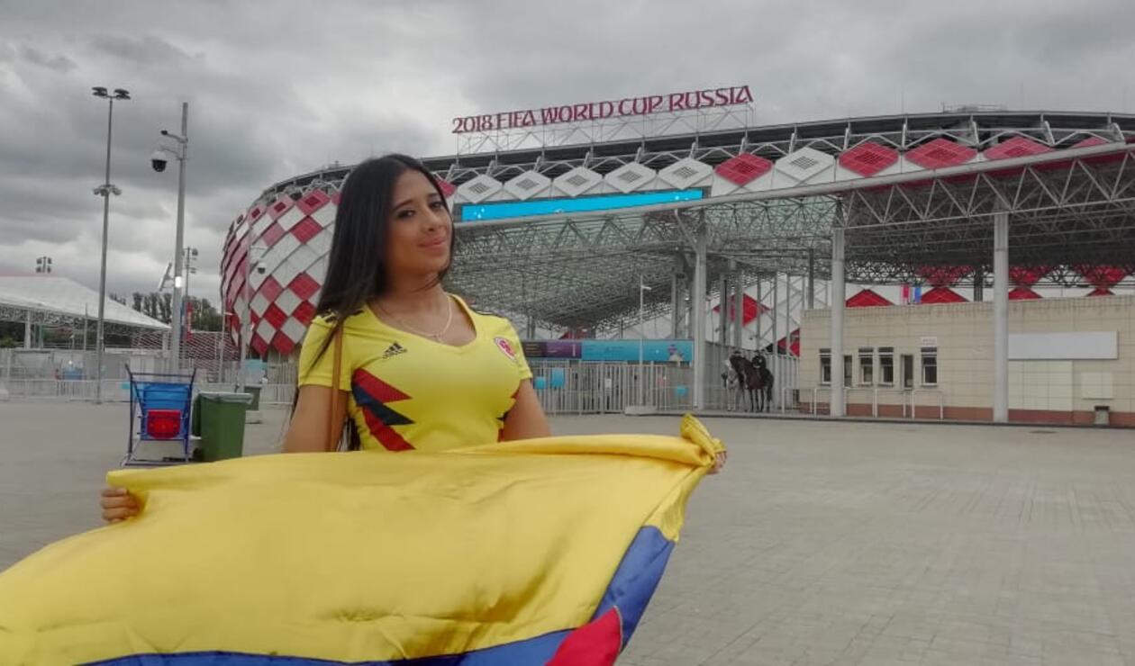 Hinchas colombianos apoyan a la Selección Colombia en el spartak stadium