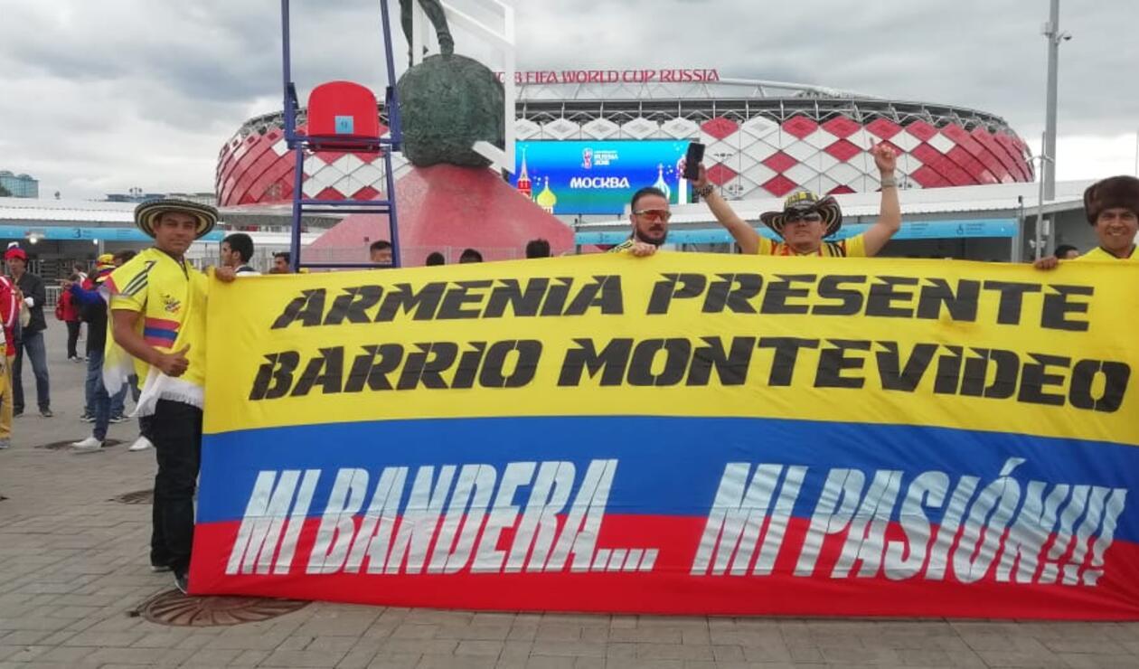 Hinchas colombianos animan a la Selección Colombia en su duelo contra Inglaterra