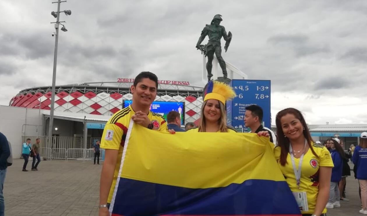 Hinchas colombianos animan a la Selección en su duelo ante Inglaterra