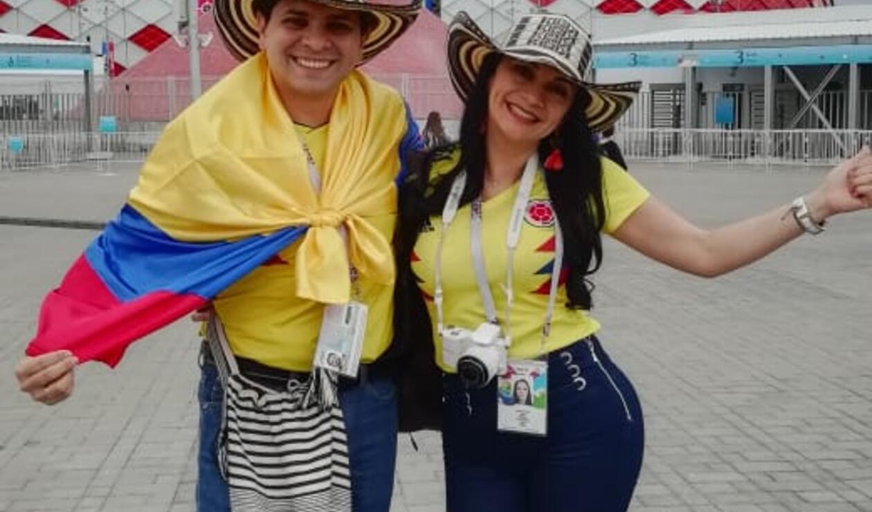 Hinchas colombianos apoyan al equipo nacional en el Spartak Stadium