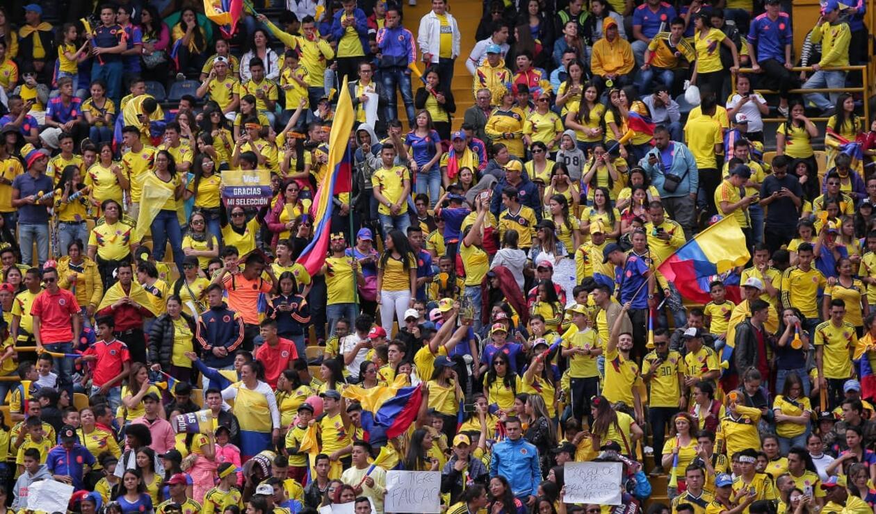 Hinchas colombianos listos para el recibimiento de la 'Tricolor' Thumbnail