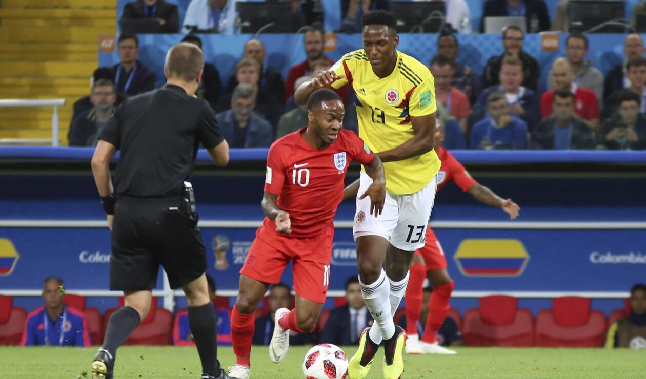 Yerry Mina jugando ante Inglaterra en el Mundial de Rusia