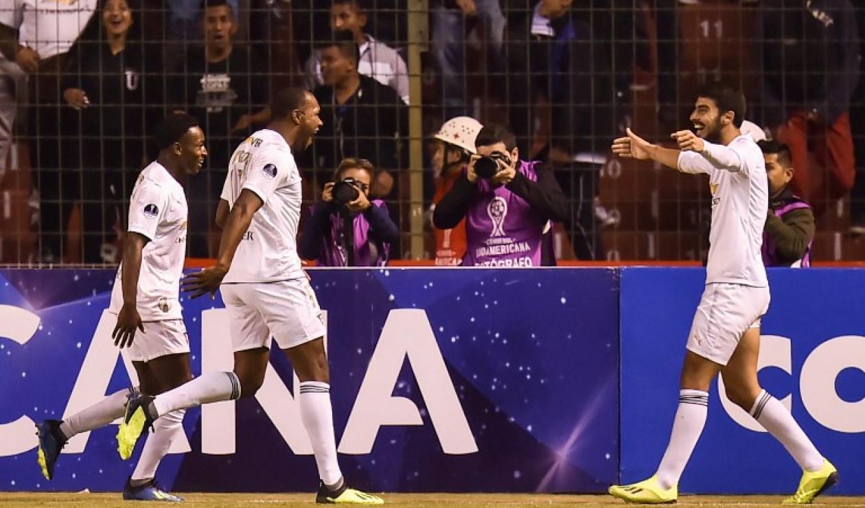 Jugadores de Liga de Quito celebrando el gol ante Cali en la ida de octavos de la Sudamericana