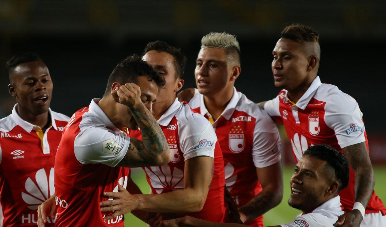 Diego Gustastavino celebra el tercer gol de Santa Fe ante Alianza Petrolera