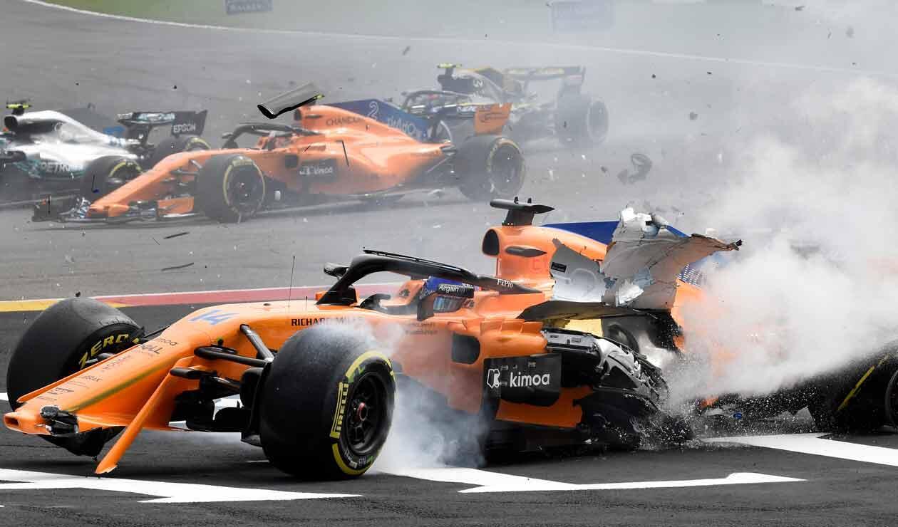 Fernando Alonso después de consumarse el choque con el alemán Nico Hülkenberg en el Gran Premio de Bélgica de Fórmula 1