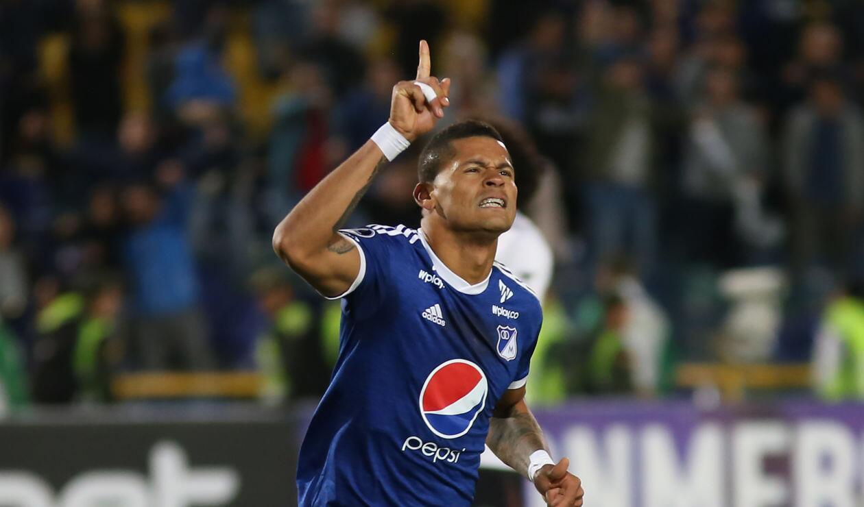 Ayron del Valle celebrando el 3-0 de Millonarios ante General Díaz en la Copa Sudamericana