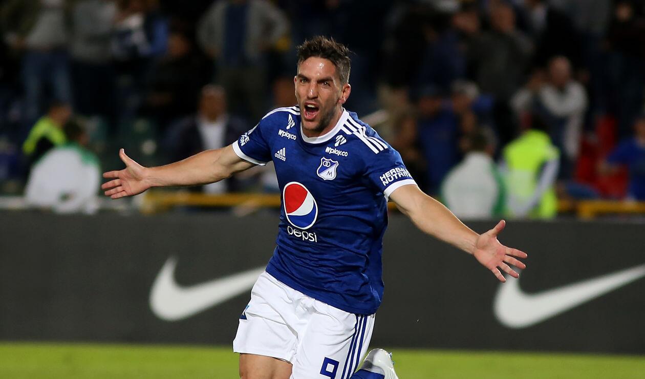 Gabriel Hauche celebra el primer gol de Millonarios ante General Díaz en la Copa Sudamericana