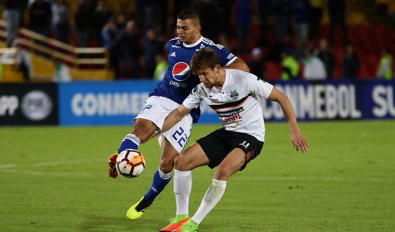 John Duque, jugador de Millonarios, en el partido ante General Díaz · Copa Sudamericana