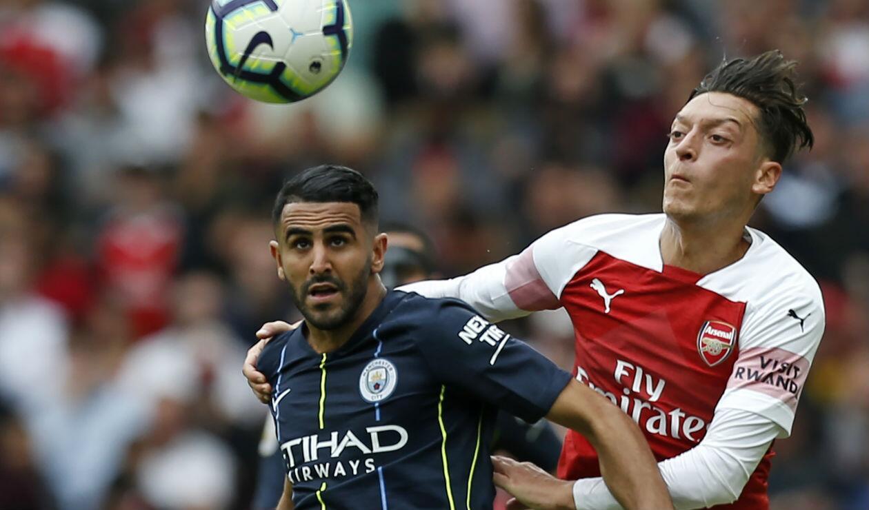 Riyad Mahrez (Manchester City) y Mezut Özil (Arsenal)
